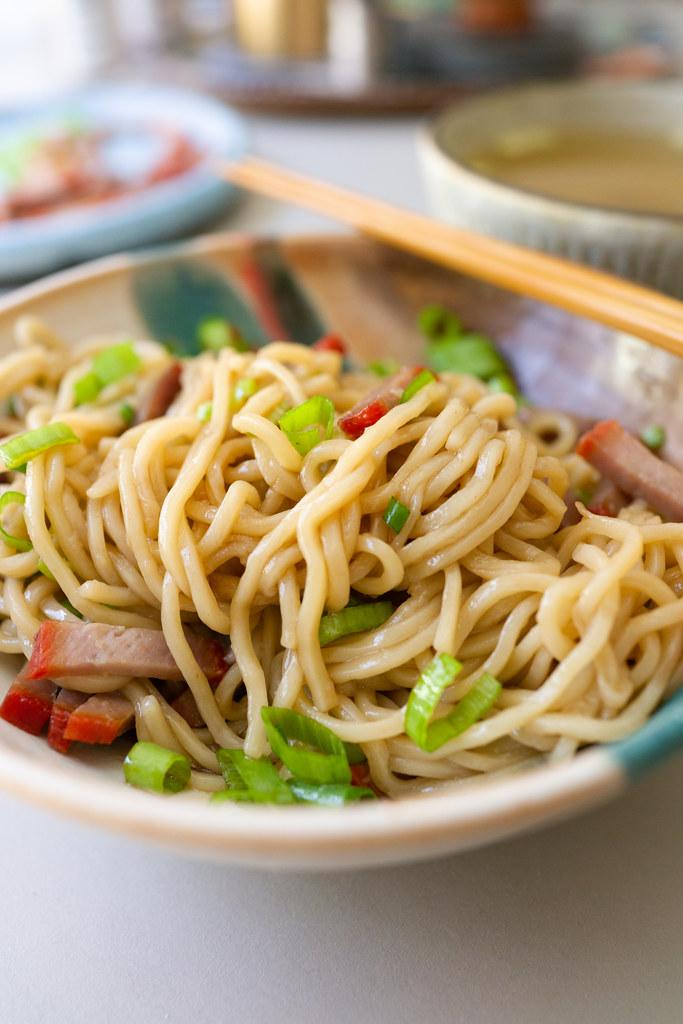 Saimin noodles for dry mein