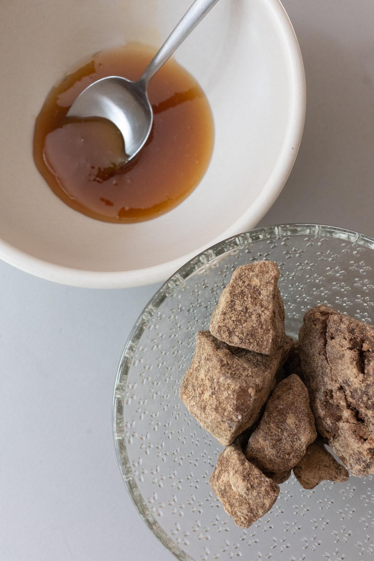 One bowl of honey and one bowl of kokuto (Japanese black sugar).